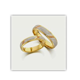 heart shaped wedding rings yellow gold