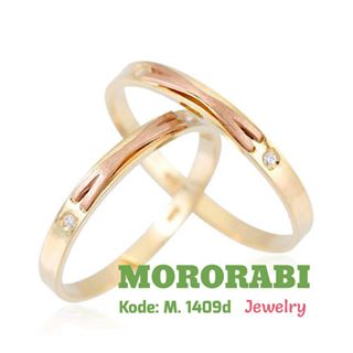 gold wedding ring and band