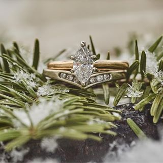 wedding gold rings pair