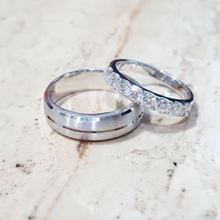 mens titanium camo wedding rings